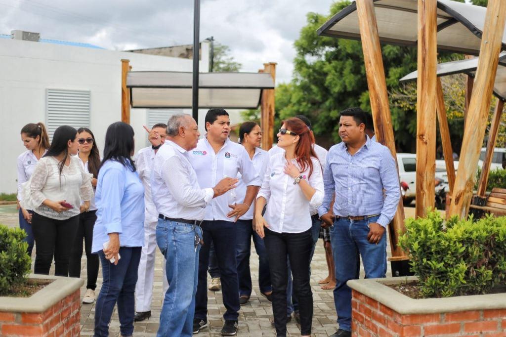 Gobernadora y su gabinete acompañan al Alcalde de Pijiño en inauguración de la Plaza Central del Municipio