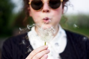 woman-dandelion-female_Visualhunt CC0