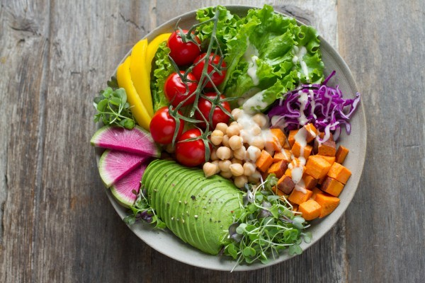 """Eine vielfältige Ernährung aus natürlichen und unverarbeiteten Zutaten ist """"Low-Carb""""."""