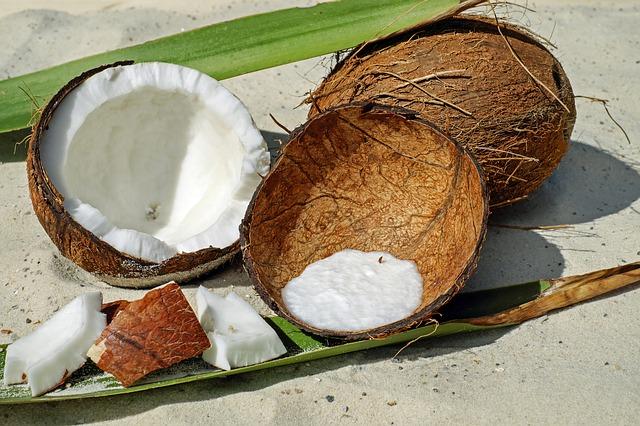 Kokosmilch gibt Gerichten und Süßspeisen ein exotisches Aroma