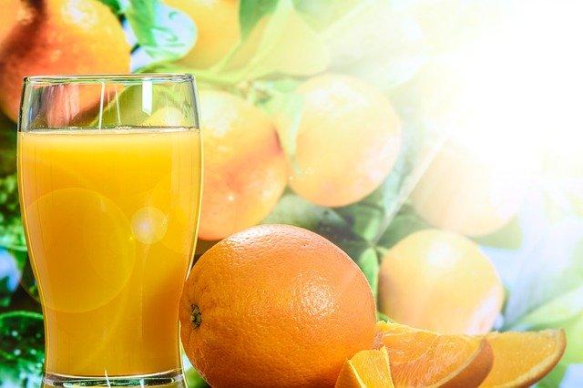 Fruchtsäfte sind weit weniger gesund als wir glauben, sie sind eine Zuckerbombe.
