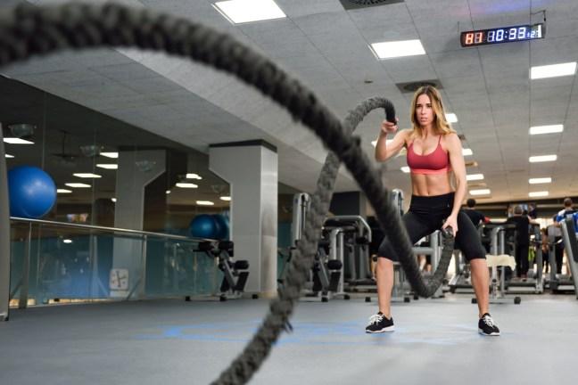 Wenn wir uns mehr bewegen, also härter trainieren, verbrauchen wir auch mehr Energie, das sollte uns doch eigentlich helfen, abzunehmen. So zumindest die Theorie der Abnehmratschläge.