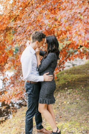 Cozy and Romantic Autumn Engagement Photography by Magdalena Studios_0007