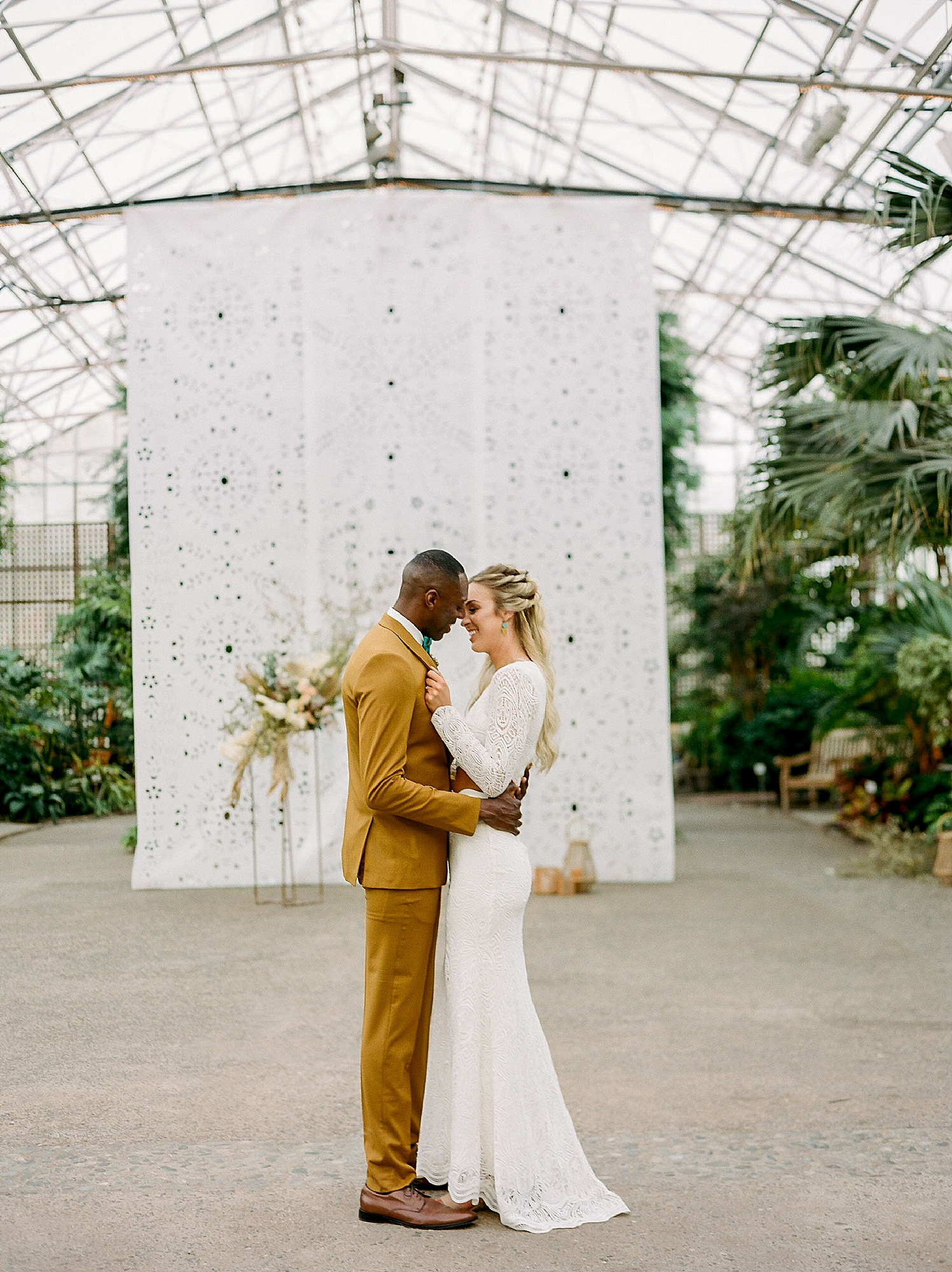 Colorful and Vibrant Wedding Photography at Fairmount Horticultural Center by Magdalena Studios 0030
