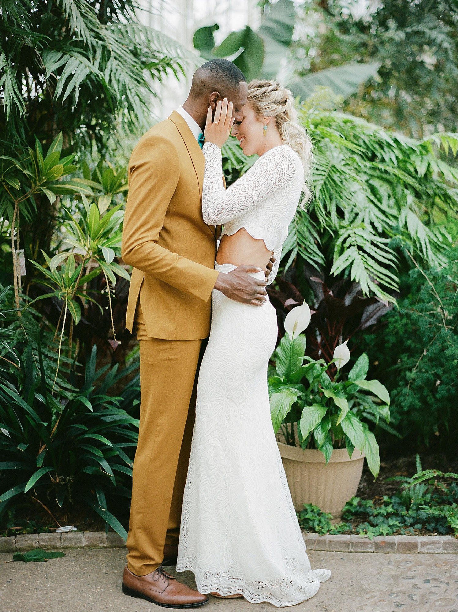 Colorful and Vibrant Wedding Photography at Fairmount Horticultural Center by Magdalena Studios 0048