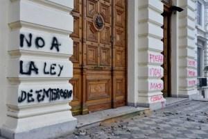 Incidentes y destrozos en la Legislatura Bonaerense