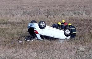 Volcó un auto con dos personas en ruta 36, no hubo heridos de gravedad