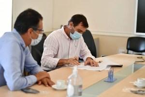 Peluso firmó convenio con AUSA para capacitar a trabajadores en distintos oficios.