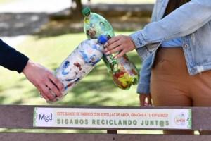 "Declaran de interés municipal a las ""botellas de amor"""