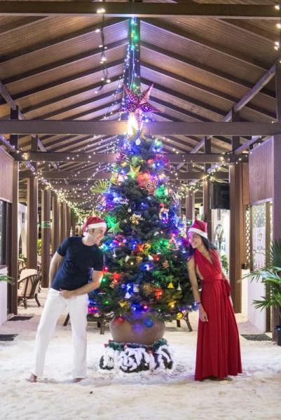 Коледната елха в хотела на Малдивите