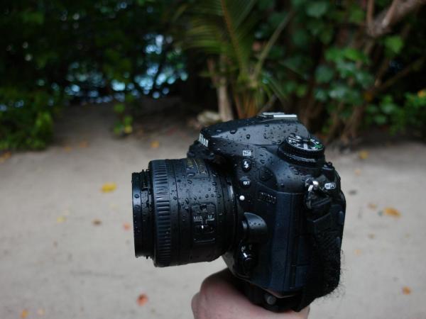 Nikon D7200 след тропически дъжд