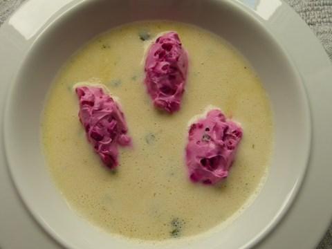kümmelsuppe mit rote-bete-nocken