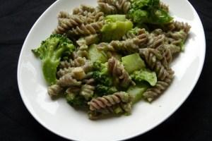 buchweizennudeln mit brokkoli