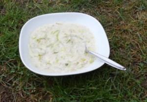 Cremige Lauchsuppe mit Sojagranulat und Cashewcreme - Wiese