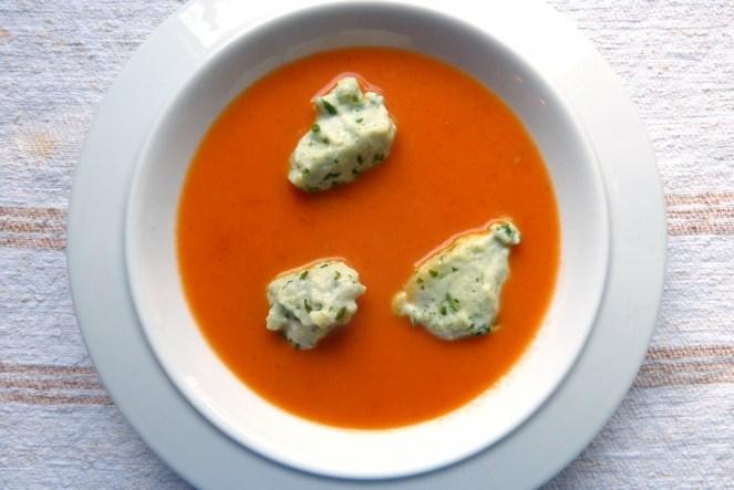 tomatencremesuppe mit basilikumnocken