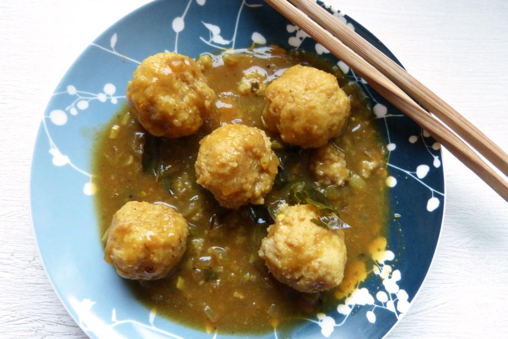 Hongkong-Fischbällchen in Currysauce