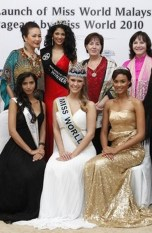 Maggie Loo with Julia Morley, Chairman & CEO of Miss World Organisation, and Alexandria Mills (MW 2010), Emma Warens (1st runner up, MW 2010), Manasvi Mamgai (Miss India World 2010), Linda Ting and Thanuja Ananthan (MMW 2009)