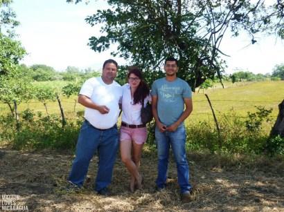 Antidio, ich und Freddy vor 3 Jahren - Besichtigung der Erdnussproduktion