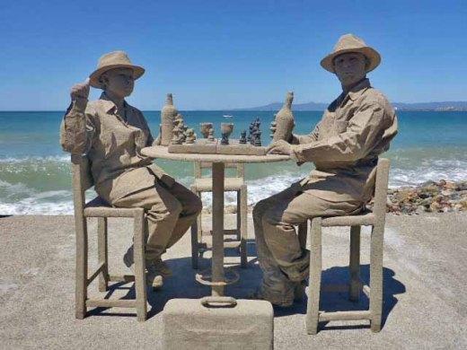Sandmen living sculpture