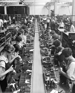 radio-assembly-line-1925