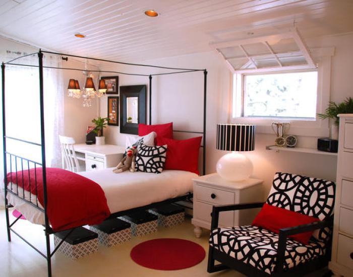 RMS_tmo-white-black-red-bedroom_s4x3_lg