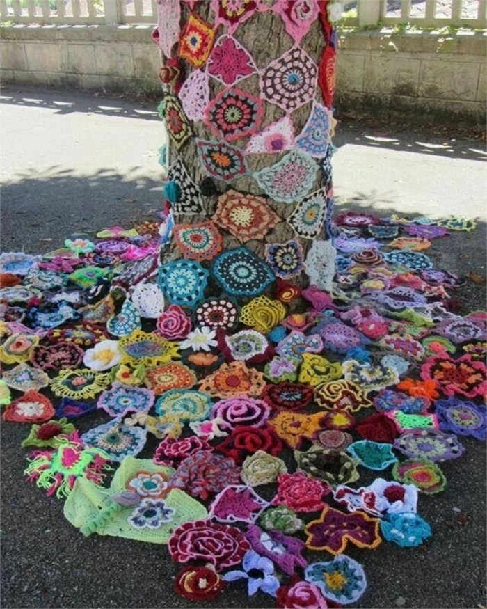 crochet-yarn-bombed-tree-beautiful-