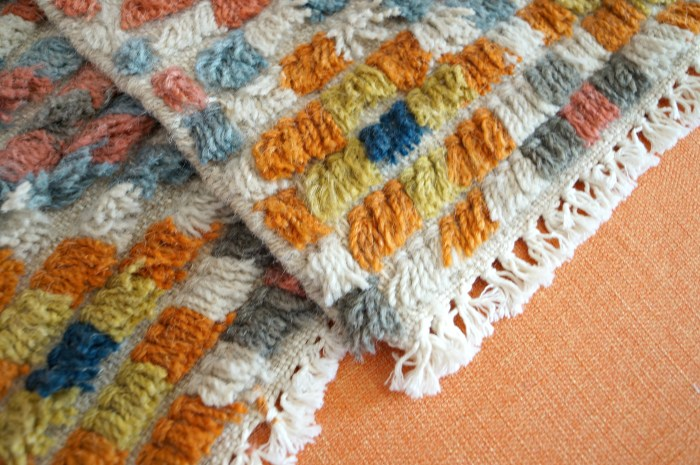 bohemian-coloreful-shag-rug-sample-piloow-diy