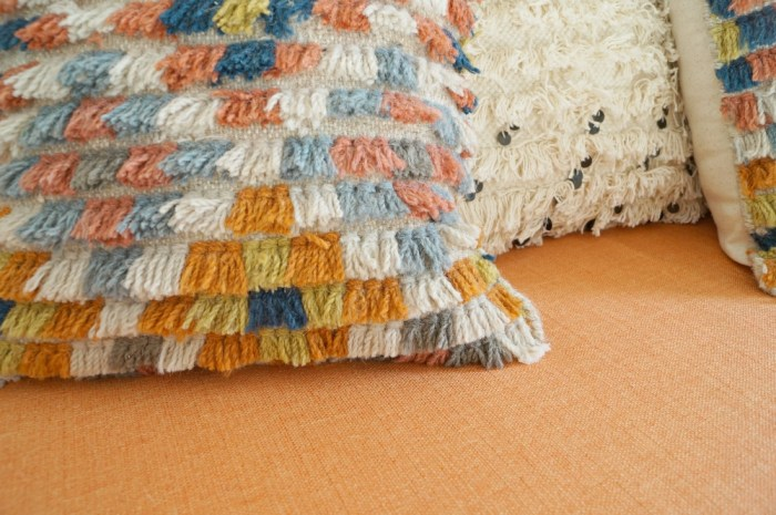 zipper-back-shag-rug-sample-pillow-diy-decor-bohemian