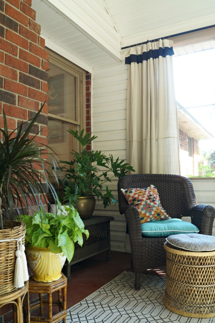 bohemian-porch-sunroom-screen-orange-aqua-bamoo-black-white-rattan