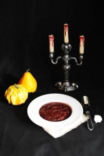 Zuppa di Sangue e Barbabietola: http://gikitchen.wordpress.com/2013/10/23/halloween-zuppa-di-barbabietola/