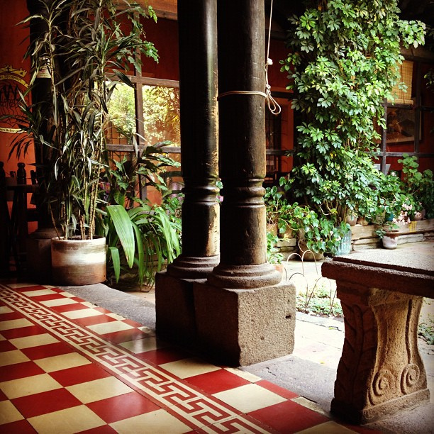 guatemala-antigua- cafe condesa-1