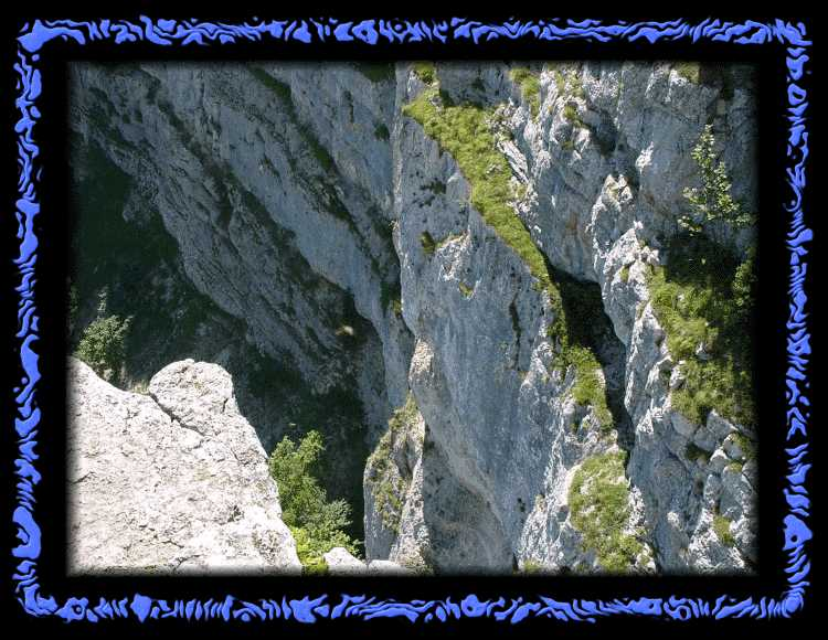 Steep rocks at the place of power - be careful!