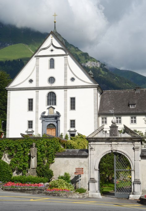 Eingang zum Benediktiner Kloster Engelberg