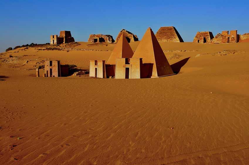 Kraftort - Pyramiden von Meroe im Sudan