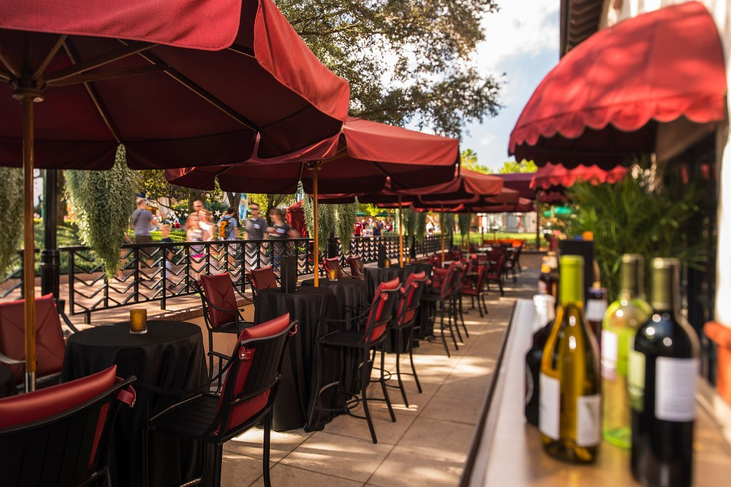 New Patio Lounge at Hollywood Brown Derby - Photo by Matt Stroshane / Disney