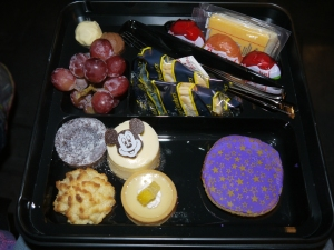 Disneyland Fantasmic Dessert Party Box (open)