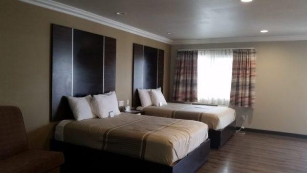 Eden Roc Inn & Suites Family Suites