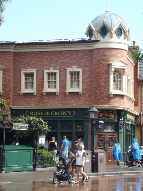 Rose & Crown in United Kingdom Pavilion at Epcot-Picture by Lisa McBride