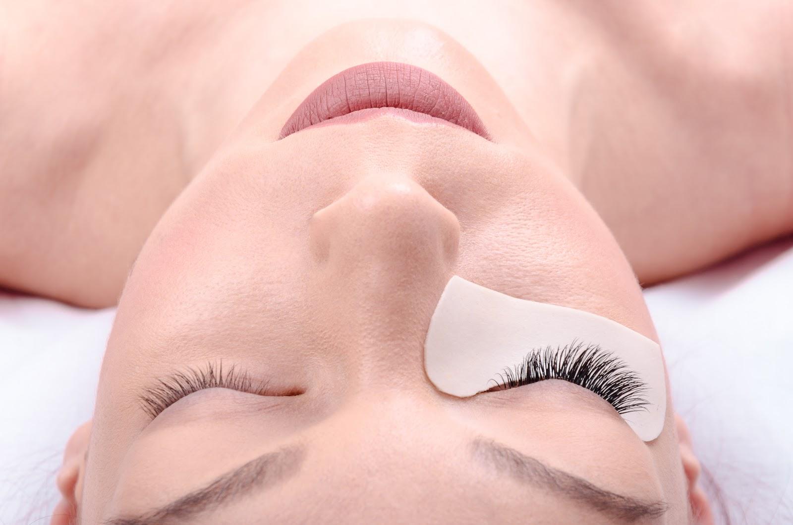 eyelash extensions in Toronto