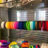 Вся палитра силиконовый браслетов представлена в офисе!