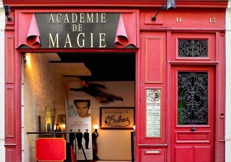 L'entrée du Musée de la magie et de l'Académie de magie, rue St-Paul. D.R.