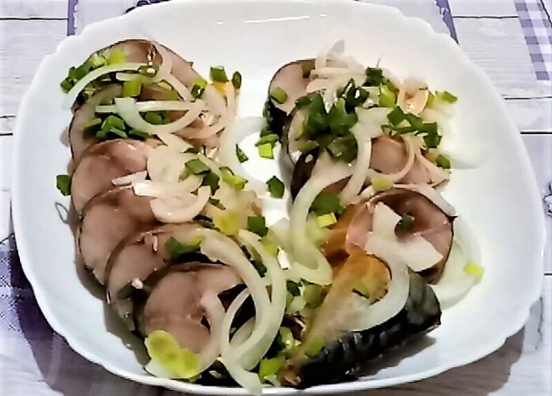 Mackerel salted at home is very tasty