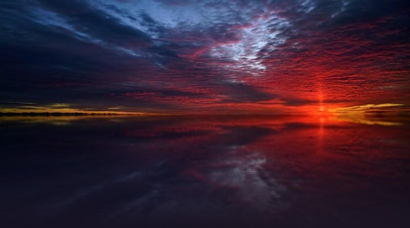 matahari terbit di laut