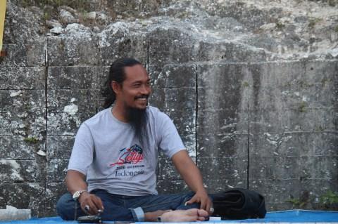 kepala desa yang mengubah tempat sampah