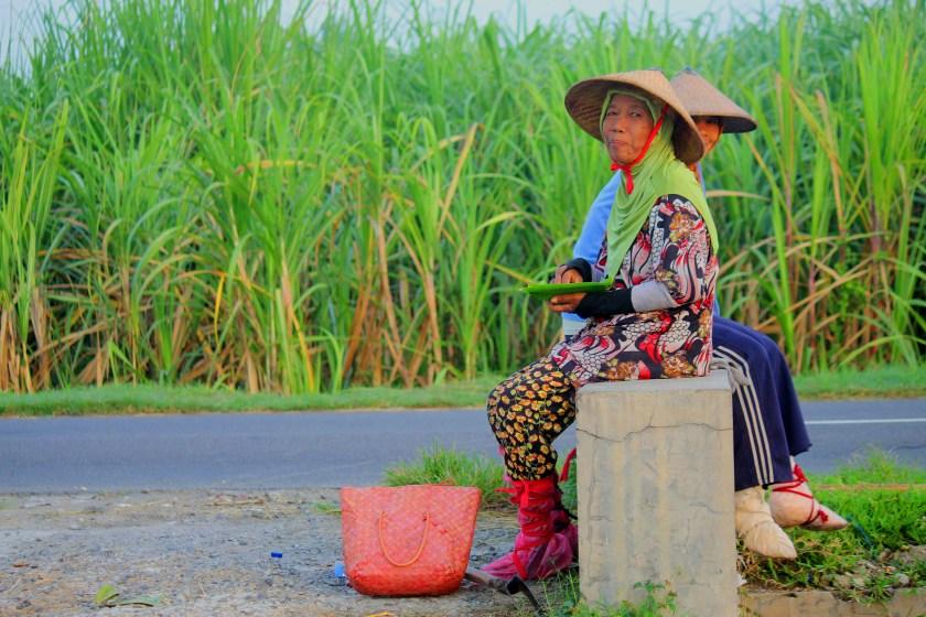 Wanita Tangguh dan Alat Pelindung Diri Ramah Lingkungan
