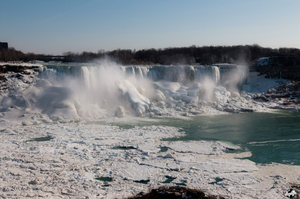 Moment de féérie aux Chutes du Niagara en hiver