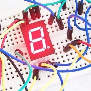 Maquette électronique professionnelle avec câbles