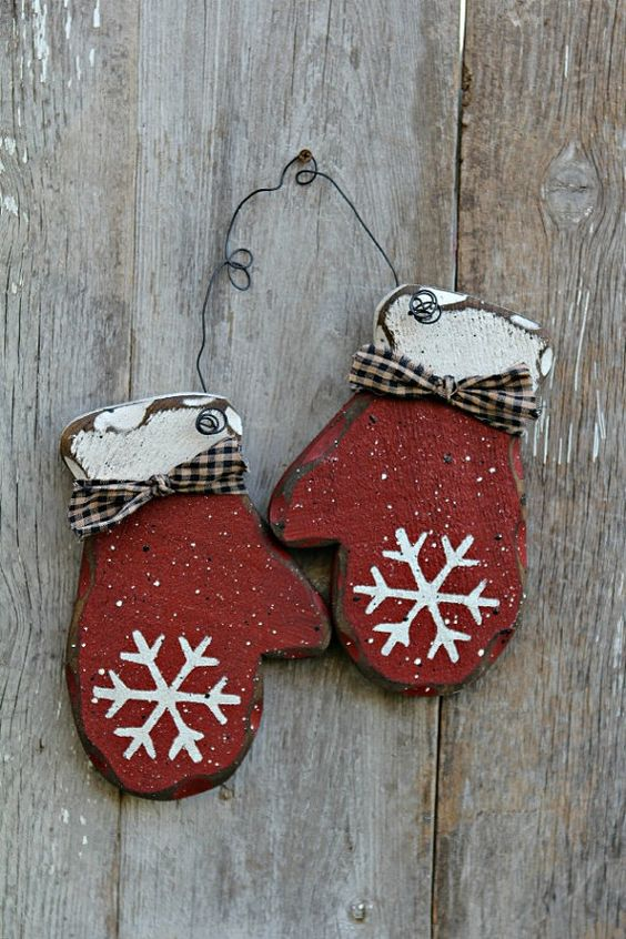 Curtains will enhance privacy, darken the room, and even help to keep the heat in. 30 Cheerful and Cute Rustic Christmas Crafts Ideas - MagMent