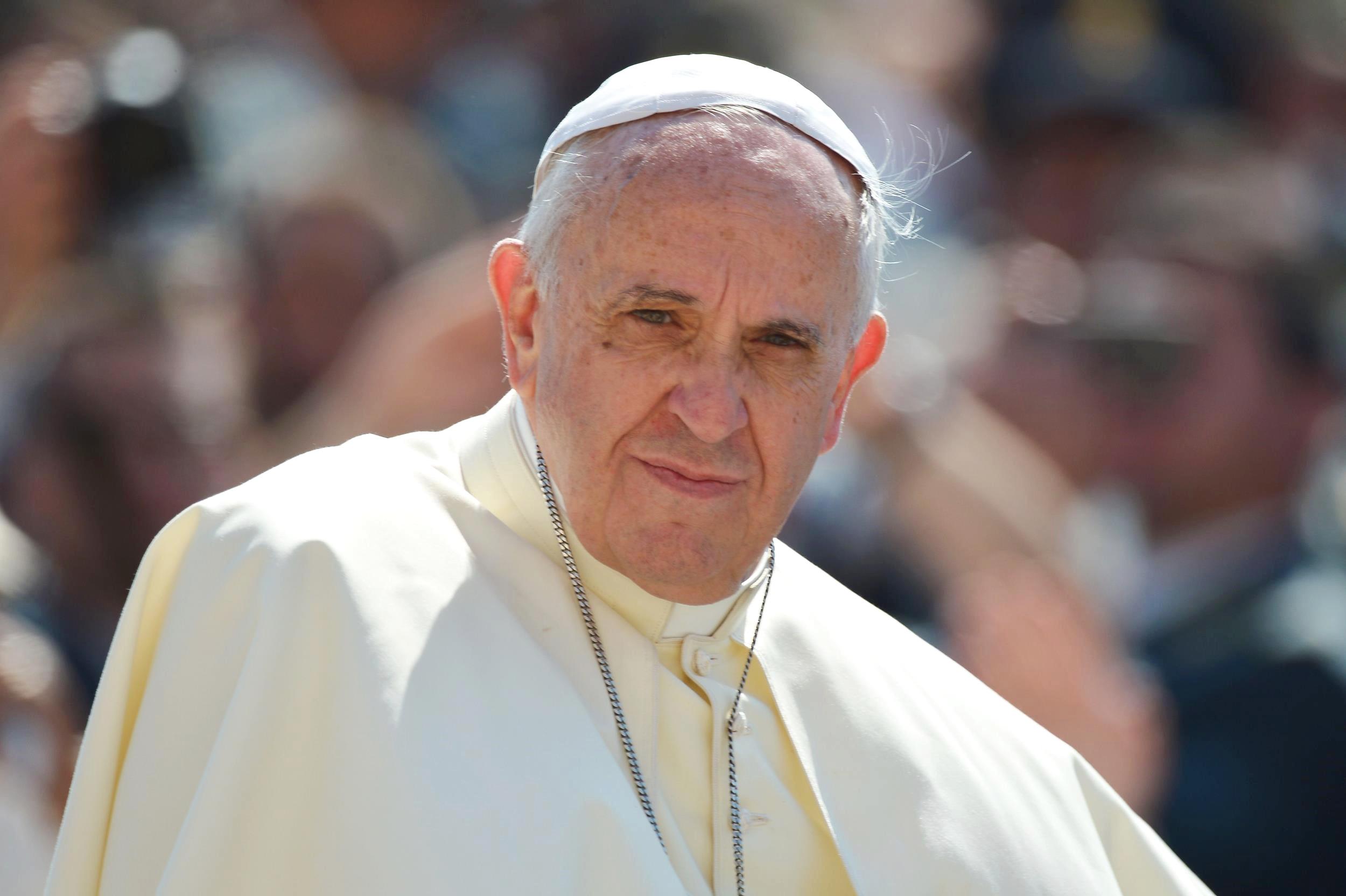Imagini pentru Papa Francisc se GÂNDEȘTE la DEMISIE