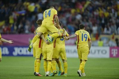 Jucatorii echipei nationale de fotbal a Romaniei se bucura dupa marcarea unui gol in timpul meciului amical contra selectionatei Georgiei, disputat pe stadionul Arena Nationala din Bucuresti, vineri, 3 iunie 2016. ANDREEA ALEXANDRU / MEDIAFAX FOTO